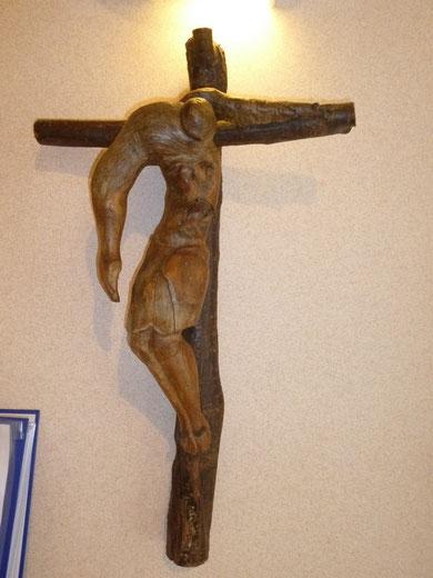 Thevet St julien, sculpture dans une racine du curé Aymon