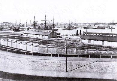 Eines der ersten Fotos der Werft; hier Ausrüstungsbassin 1879 (Foto: Tiefbauamt Kiel)