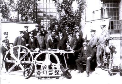 Angehörige des Konstruktionsbüros, Maschinenbau-Ressort IV um 1900 (Foto: Kieler Nachrichten)
