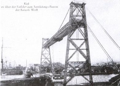 Die 1909 errichtete Schwebefähre (Foto: Allgemeine Postkarte)