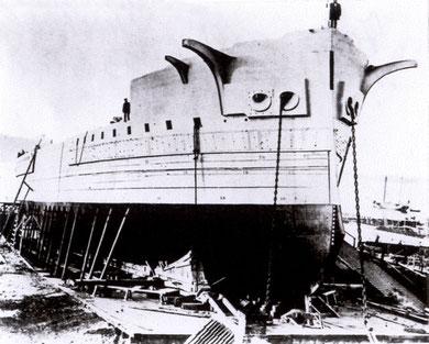 """""""Friedrich der Große"""" auf der Helling (Foto: """"Deutschlands Marine 1901"""" Berlin"""