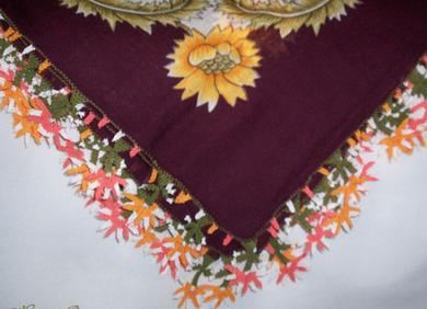 L'Oya, dentelle turque à l'aiguile, au crochet. Tout droit venue d'Anatolie, elle orne les foulards des femmes