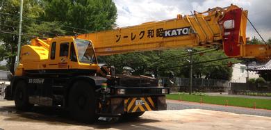 昭和クレーンよりこちらは50t吊、クレーンの特殊な形にご注目!