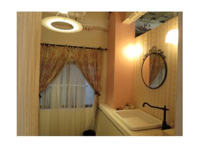 美容室のパウダールームの照明設計