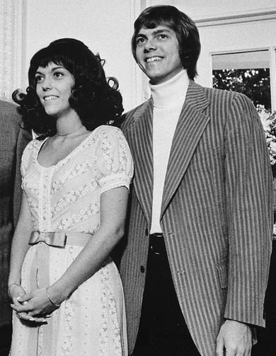1972年8月Ⅰ日撮影。本アルバムでは16曲め「Goodbye To Love (愛にさよならを)」をシングル・リリースしたころです。 Richard and Karen Carpenters  Wikipedia