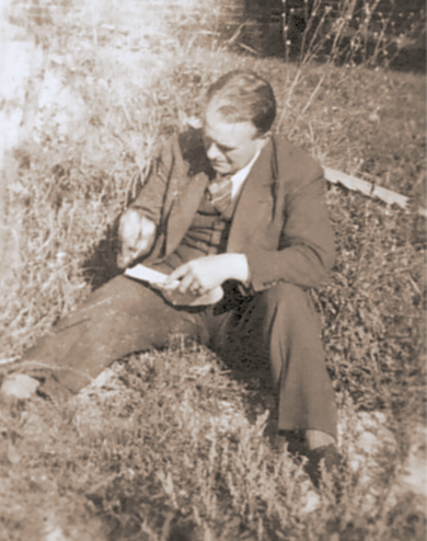"""Erwin Bowien drawing in the garden of the """"Black House"""", 1946"""
