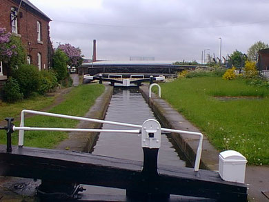 Perry Barr Bottom Flight, Top Lock with lock keeper's house. © Copyright Nick Atty and licensed for reuse under Creative Commons Licence: Attribution-Share Alike 2.0 Generic. Geograph OS reference SP0890. See Acknowledgements.
