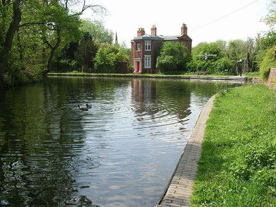The toll house at Kings Norton Junction. The Birmingham-Worcester canal runs right-to- left in front of the toll house; the Stratford canal is in the foreground.