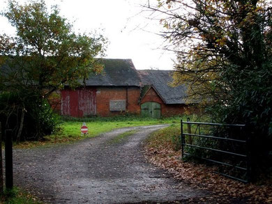Langley Heath Farm © Copyright Rob Farrow and licensed for reuse under Creative Commons Licence: Attribution-Share Alike 2.0 Generic. Geograph OS reference SP1494.