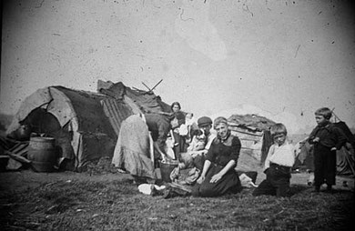 Travellers on the Black Patch off Foundry Lane, Smethwick c1900. Image from Wikipedia, now in the public domain uploaded to Wikipedia by Sibadd/ S J Baddeley.