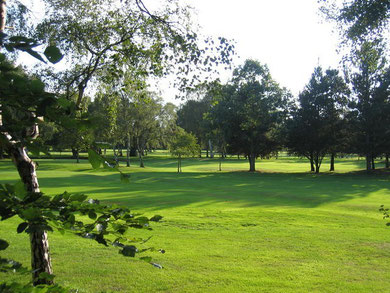 Robin Hood golf course. © Copyright David Stowell and licensed for reuse under Creative Commons Licence: Attribution-Share Alike 2.0 Generic. Geograph OS reference SP1280.
