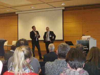 Moderator Sören Oelrichs (links) und Golo Busch