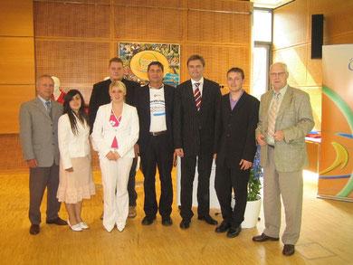 Robert Fischer (links) bei der Auszeichnung des CVJM Wolfsburg mit der niedersächsischen Sportmedaille durch Innen- und Sportminister Uwe Schünemann und Professor Dr. Wolf-Rüdiger Umbach, Präsident des LSB