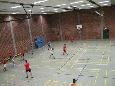 Im 15-Minuten-Takt kickten die jungen Sportler in der Halle
