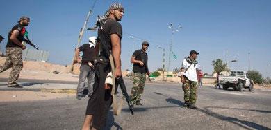 Oprørene på vej fra det erobrede Savija til Tripoli (30 km)