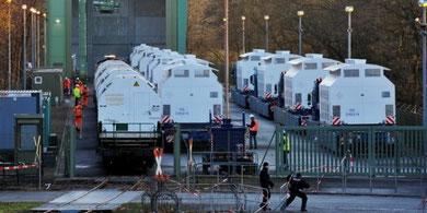 Castor-containerne bliver losset over på trailere
