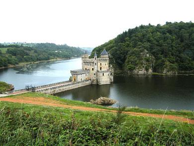 Château de la roche à Saint-Priest-la-Roche