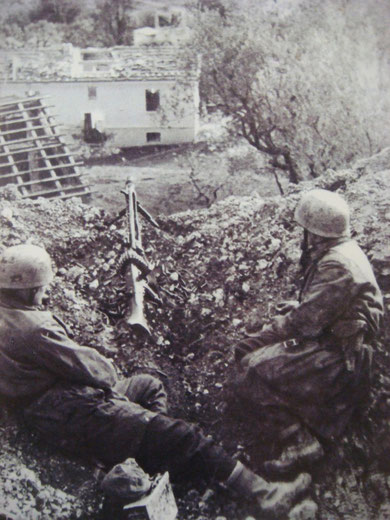 German Fallschiermjaeger with a MG42