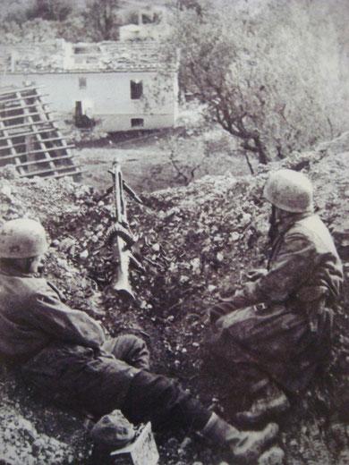German Fallschiermjaeger with a MG42