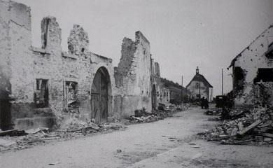 Rue de Bennwihr with Chapelle St. Anne in the back - the ambush site of Walter Laich's tank Killer Team to meet the US tanks on Dec. 27, 1944 (Photo courtesy Les sociétés d'histoire d'Ammerschwihr, de Kaysersberg, de Kientzheim et de Sigolsheim)