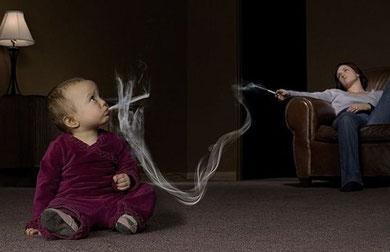 Publicité représentant le tabagisme passif chez un bébé. Source: internet.