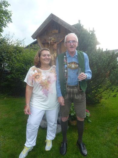"""Helga und Karl - ihr habt uns großartig bewirtet. Wir sagen ein herzliches """"Vergelt's Gott""""."""