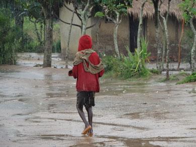 Kind in Kisantu, DR Kongo, Afrika