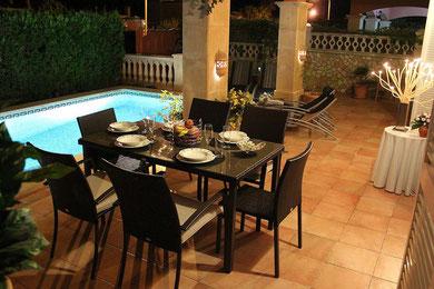 Ferienhaus in Bahia Grande, Mallorca, Villa Hibiscus, Pool am Abend