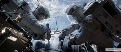 Сандра Буллок и Джордж Клуни чинят телескоп :)