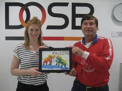 Laura Pschorn (links) von sterne des Sports vom Deutschen Olympischen Sportbund und Manfred Wille
