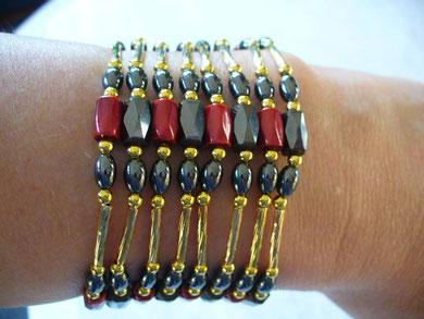 combinaison de 2 bijoux magnétiques de différentes couleurs