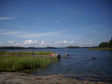 Typische Bucht in den Schären, die als beliebte Badestelle genutzt wird.