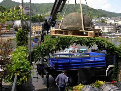 Der 300 Jahre alte Taufstein aus St. Remaclus. Seine Restaurierung und anschließende Aufstellung im Alten Kirchenschiff ist geplant für 2012. Danke an Hermine und Peter Fuhrmann für die großzügige Überlassung dieses wertvollen Conder Kulturgutes!