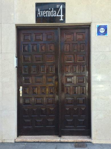 Alte spanische Eingangstor aus Holz
