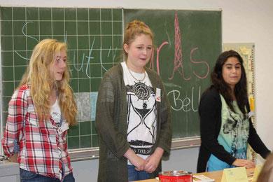 Schüler unterrichten Schüler: Mirja, Mina und Meltem aus der Klasse 9R2