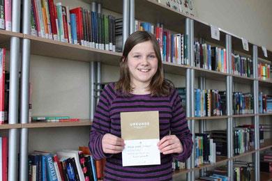 Maja Naomi Schmidt ist Gewinnerin des Vorlesewettbewerbs