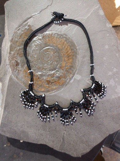 Schwarz-silber Kette