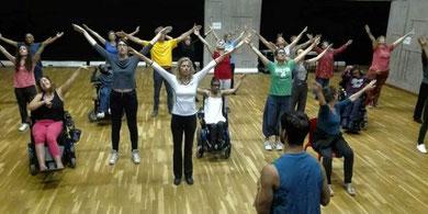 Les danseurs amateurs en répétition le 27 août dans une salle du Centre national de la danse à Pantin sous la direction d'Alexandre Bibia. © DR