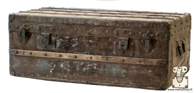 Zinc and brass cabin trunk Oxidized by the years, never maintained. Dimension: 85 cm x 47 cm x 33 cm