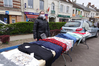 Pas de déballage de vêtements pour trois marchés hebdomadaires minimum.