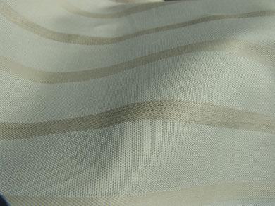 Baumwollstoff mit beige-grauen Streifen