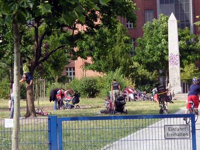 Zentrum des Kiezes: Spielplatz Marie