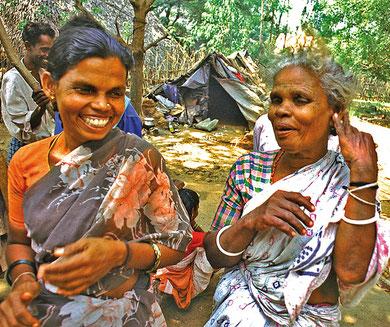 Die alten Frauen der Irular wirken heiter und glücklich.  Das beweist, das wir es mit einer sehr menschenfreundlichen Gesellschaft zu tun haben.
