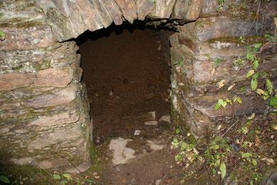 Alter Stollen unterhalb der Greifensteine
