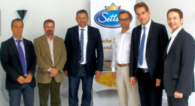 Delegation um Erik Schweickert bei Settele