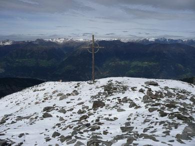 Am Gipfel der Grabensprungspitze mit Blick zu den Ötztalern