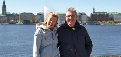 Ina und Stephan auf der hamburger Lombardsbrücke, vor der Binnenalster