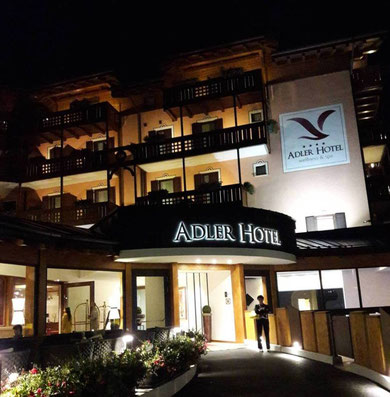 Hotel Adler - vista ingresso in notturna