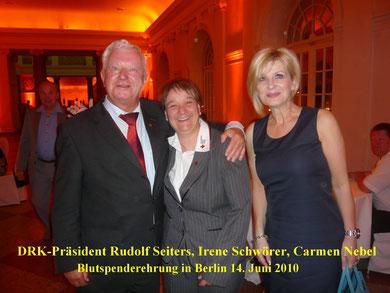 DRK Präsident Rudolf Seiters mit Irene Schwörer