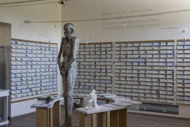 espace-mémoire-mur-des-noms-mémorial-des-déportés-mayenne